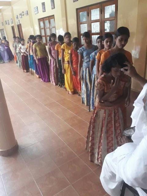 Swami bezoek een school in de omgeving van Kannur 1