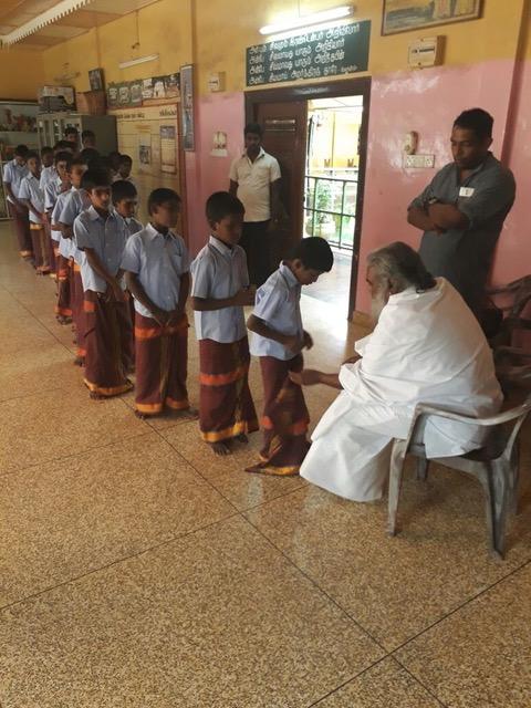 Swami bezoek een school in de omgeving van Kannur 2